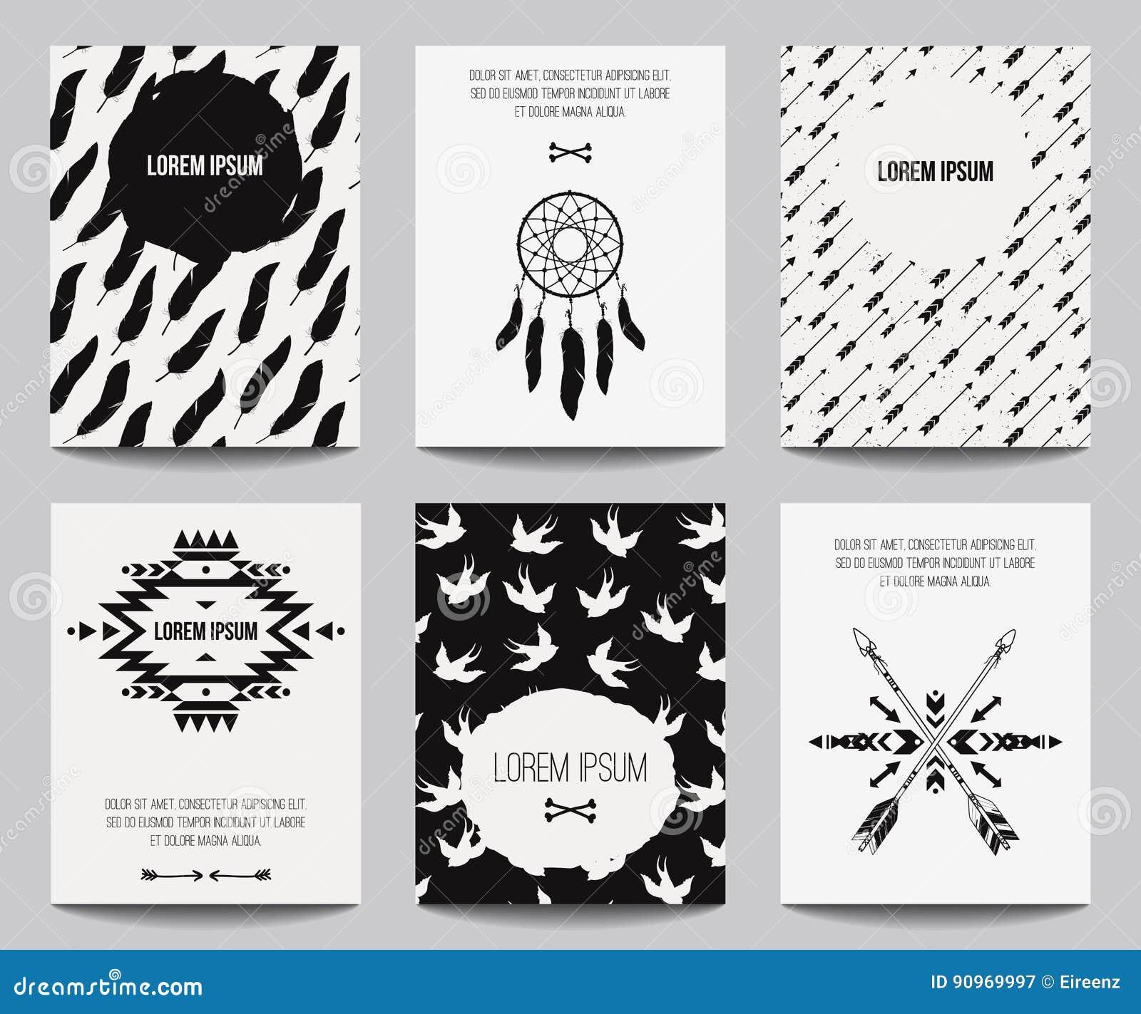 Sistema del vector de carteles modernos con los elementos tribales: ornamentos étnicos, flechas, colector ideal, plumas