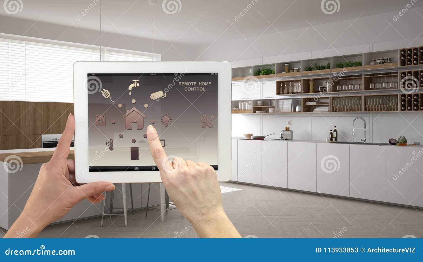 Sistema di controllo domestico a distanza astuto su una compressa digitale Dispositivo con le icone di app Interno della cucina b