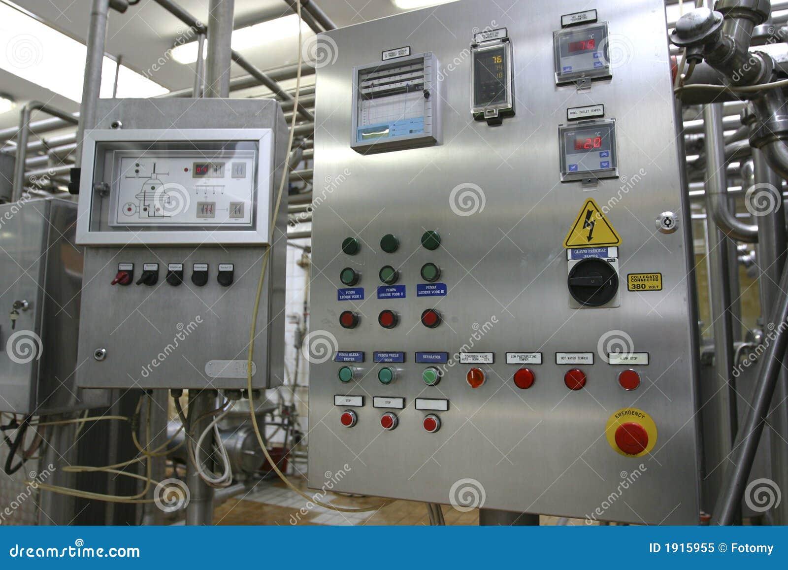 Sistema di controllo industriale nella fabbrica moderna della latteria