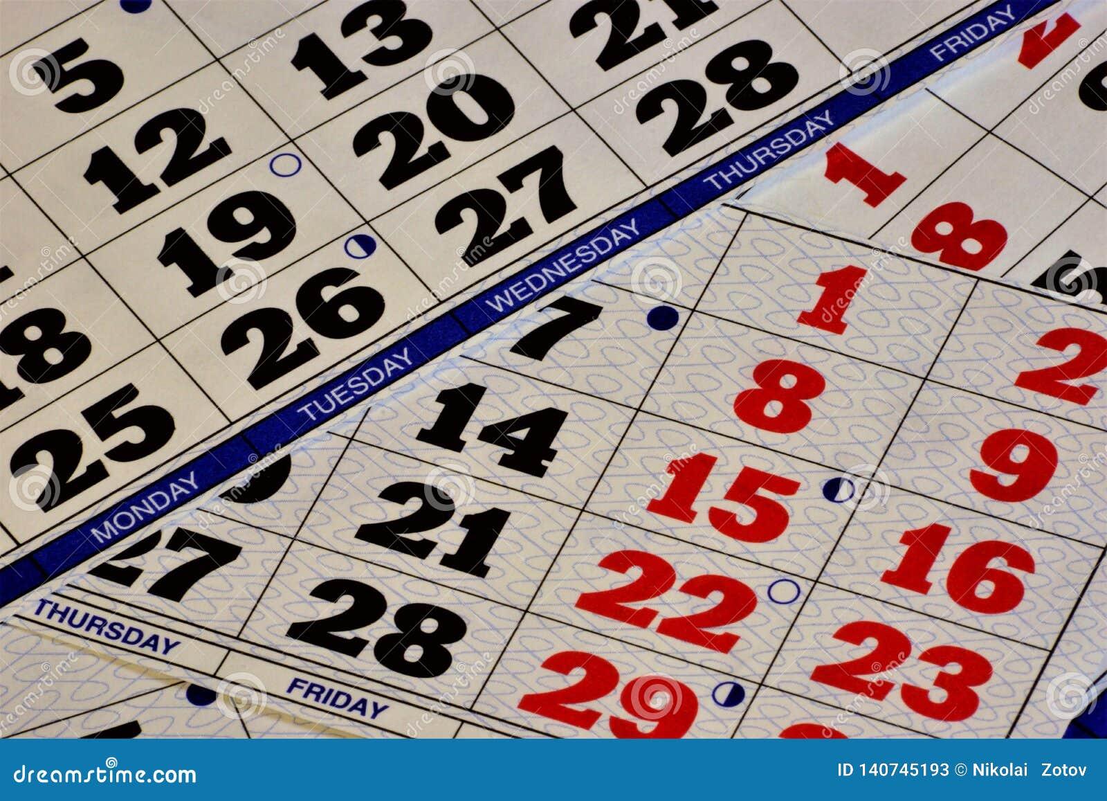 Sistema do calendário-um de contar grandes períodos de tempo, com base na frequência do movimento de corpos celestes O calendário