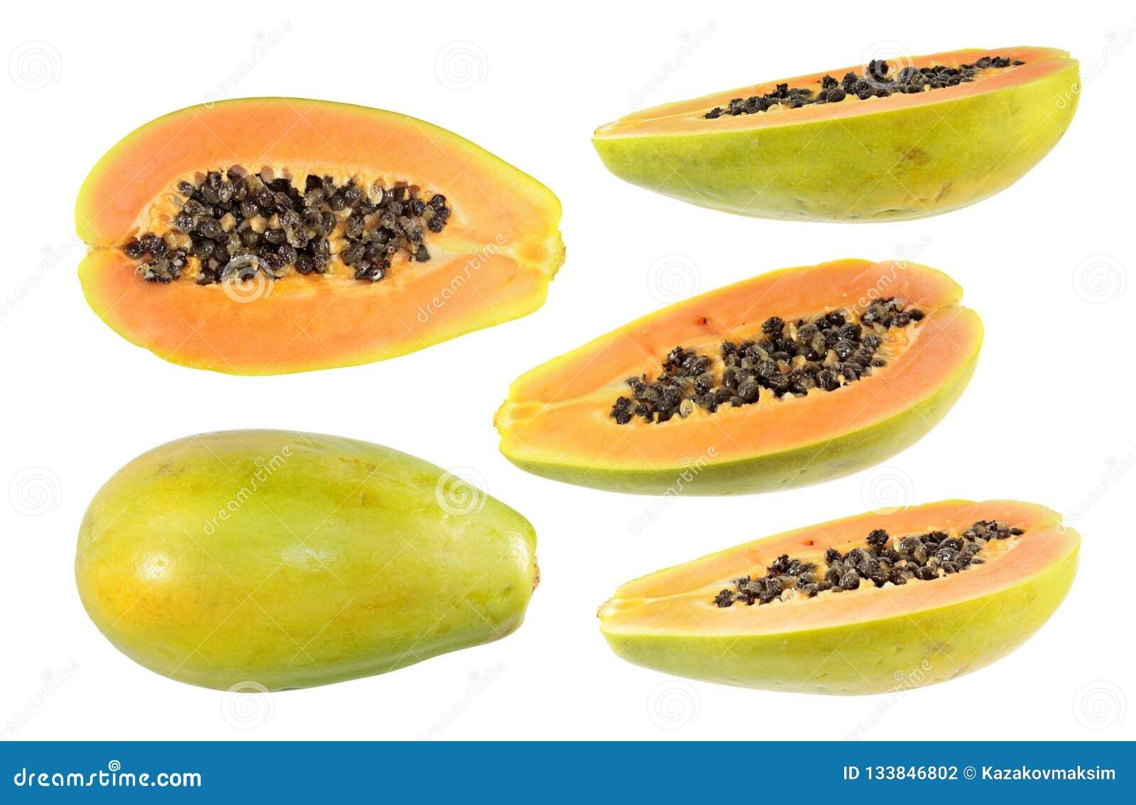 Sistema grande de medio corte y de frutas enteras de la papaya aislados en el fondo blanco