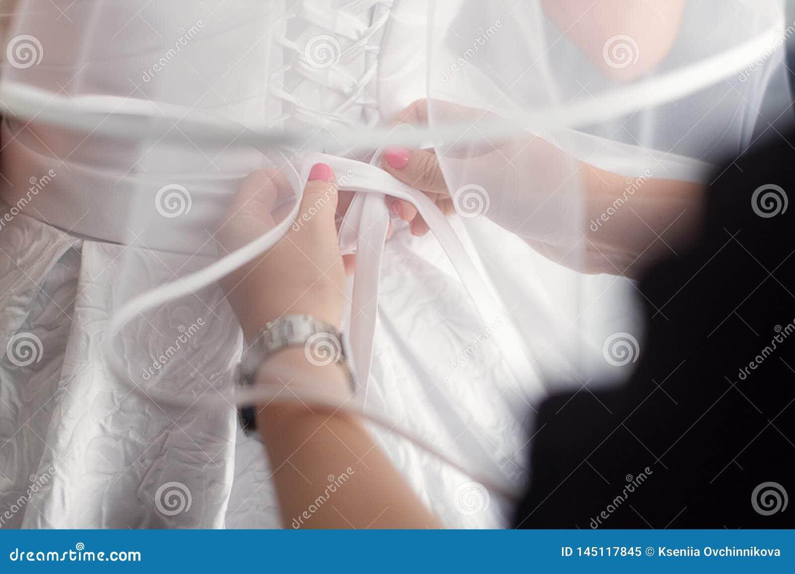 Sistema hermoso del ` s de las mujeres y de los accesorios de la boda del ` s del novio Ma?ana del ` s de la novia Ramo del ` s d