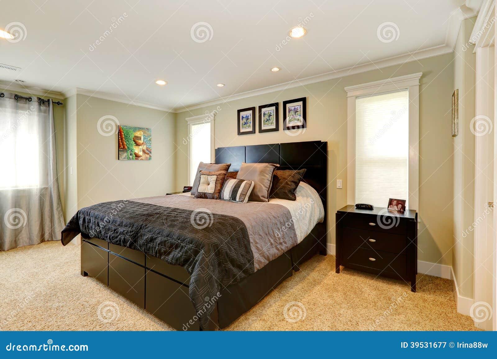 Sistema Negro Elegante De Los Muebles Del Dormitorio Imagen de ...