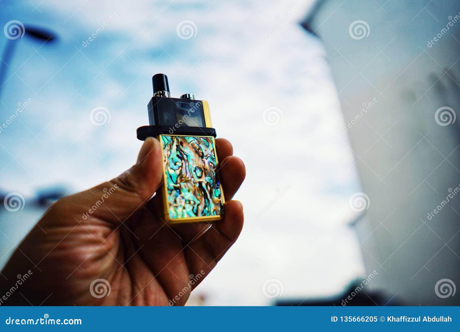 Sistema novo da vagem de Vape para parar a alternativa do hábito de fumo nas mãos
