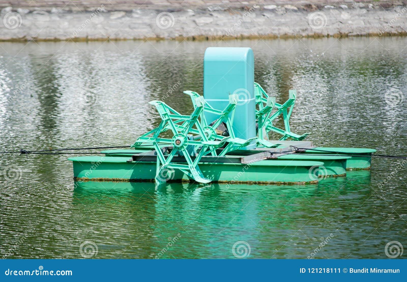 Sistema verde de la aireación del agua de la granja para los pescados o el camarón al aire libre que cultivan la charca cuando él