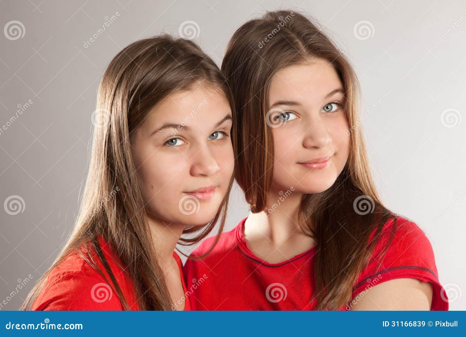 Пришла подруга сестры, Приехала сексуальная подружка моей сестры 21 фотография