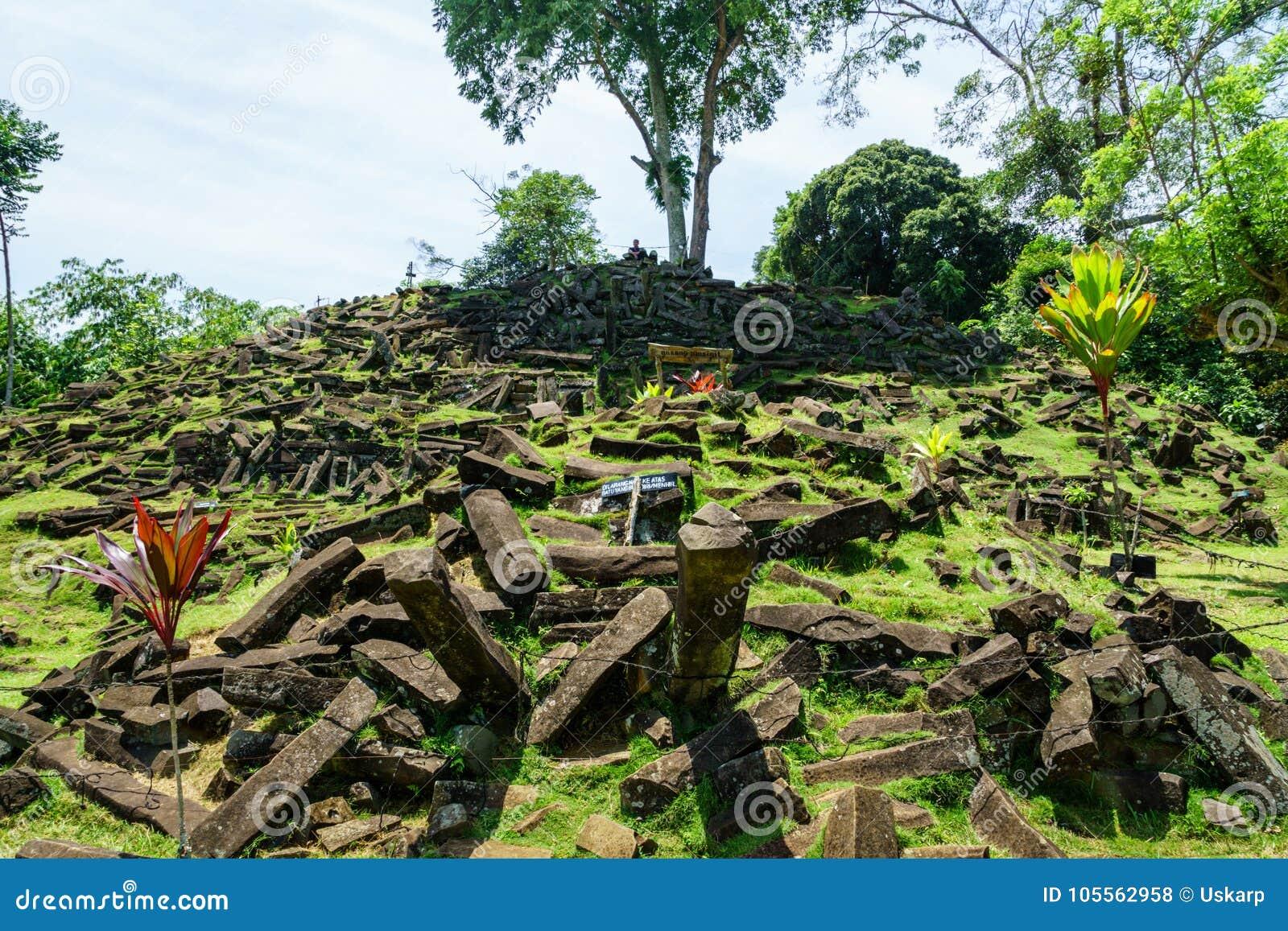 Site mégalithique de Gunung Padang dans Cianjur, Java occidental, Indonésie
