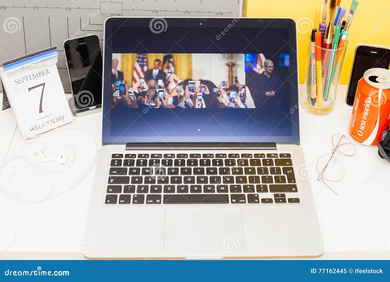 Site Web d ordinateurs Apple présentant l iphone de Tim Cook