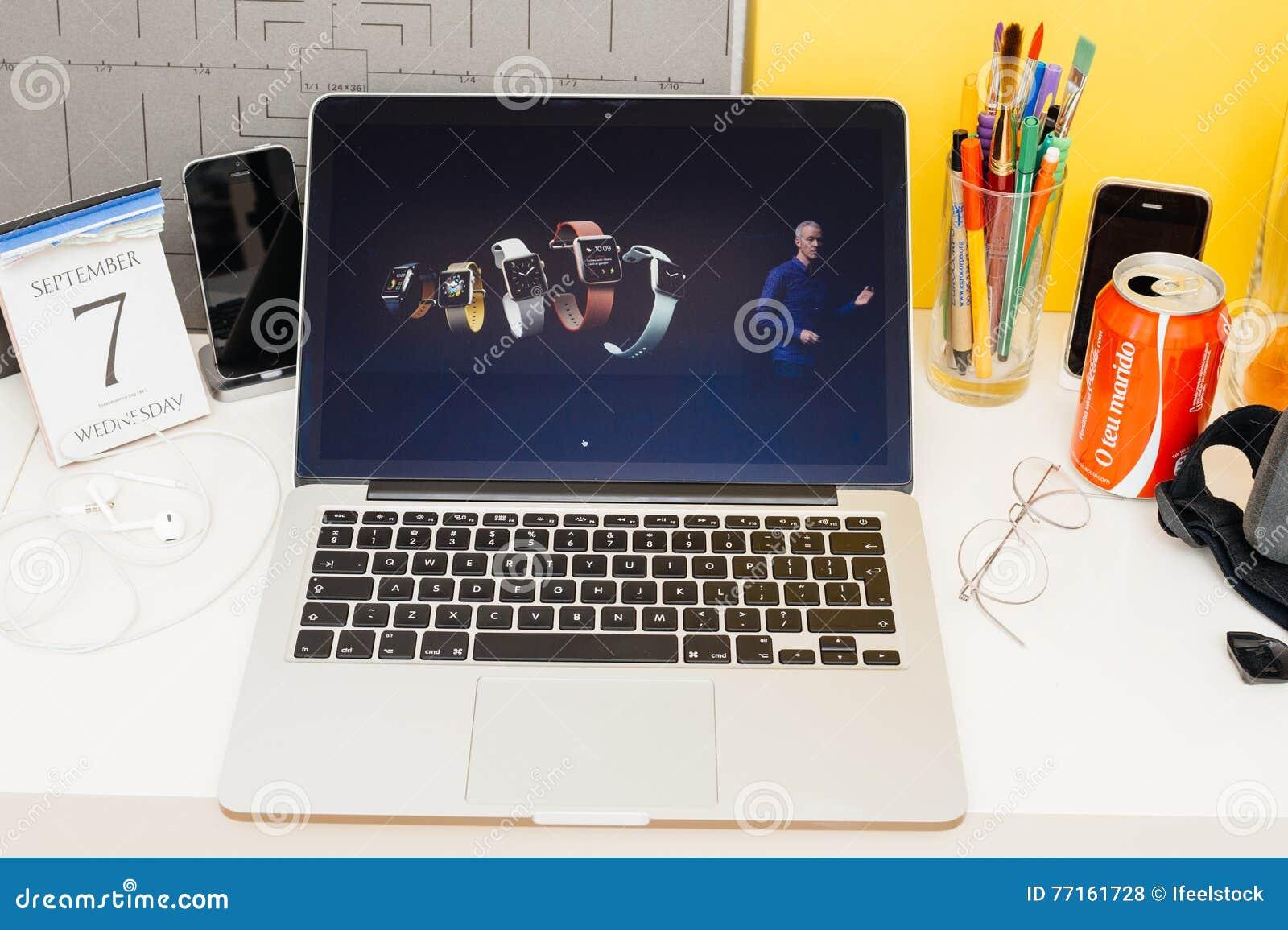 Site Web d ordinateurs Apple présentant la gamme complète de la montre de pomme,