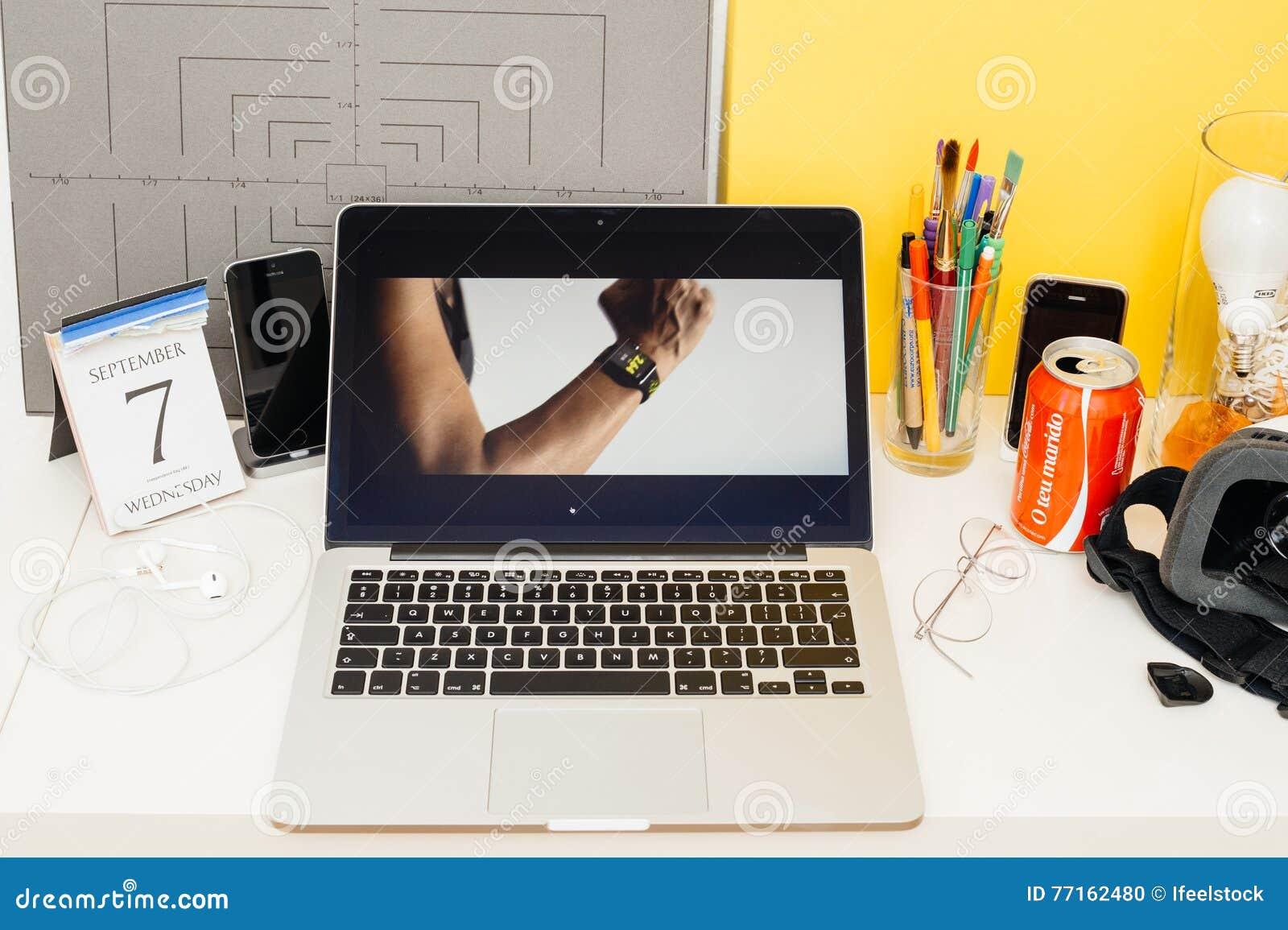 Site Web d ordinateurs Apple présentant la série 2 de montre d Apple