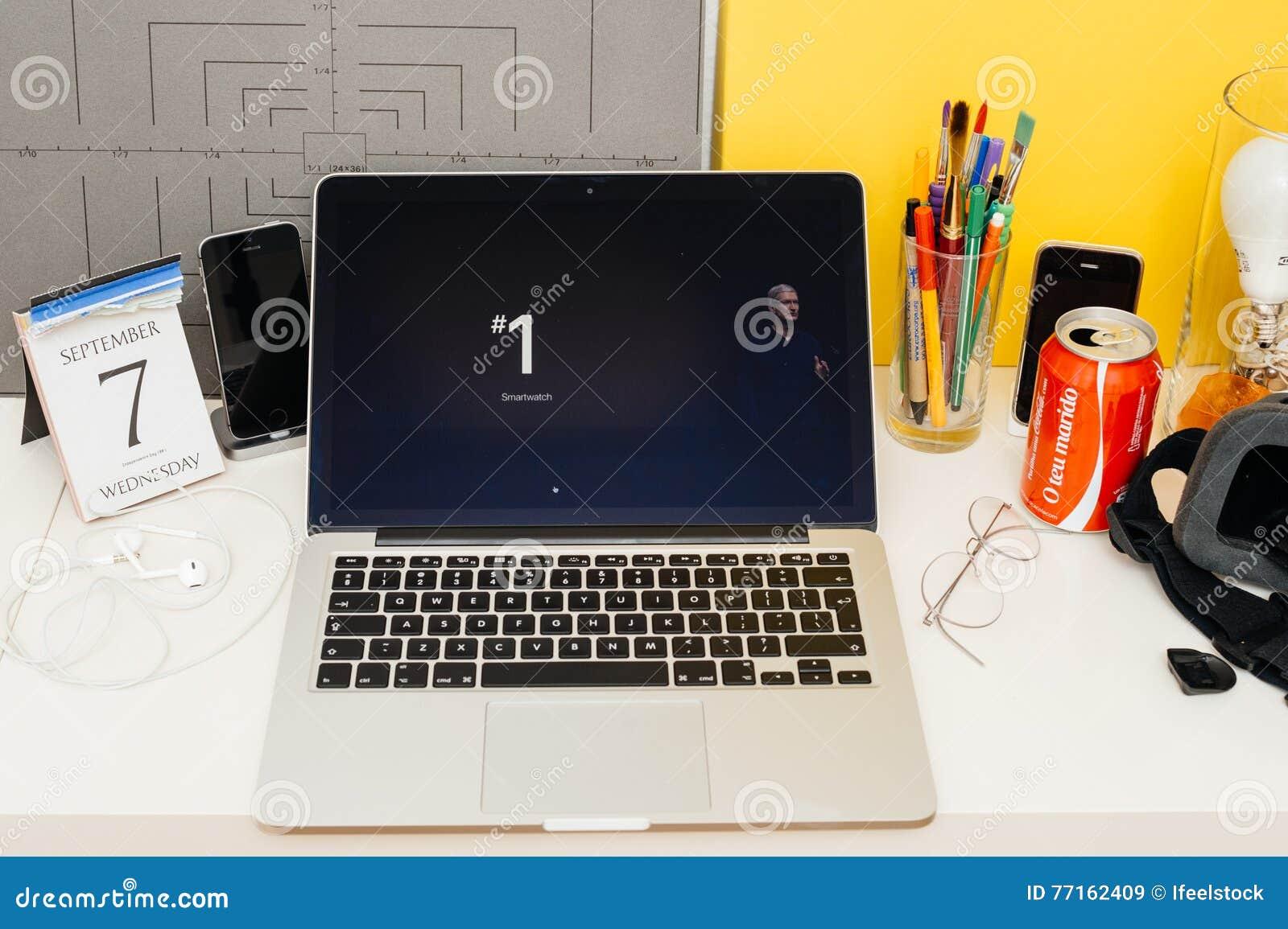Site Web d ordinateurs Apple présentant Tim Cook et le nombre sur le projec