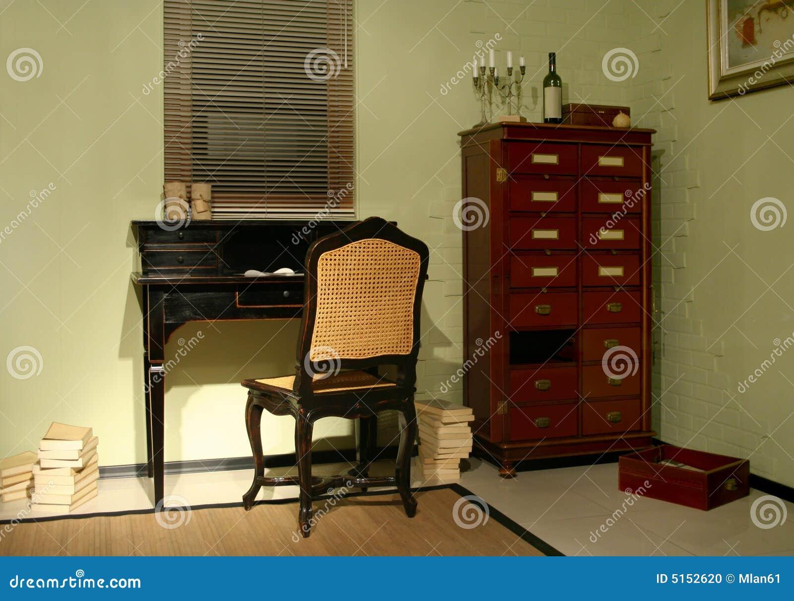 Sitio con muebles antiguos foto de archivo imagen 5152620 - Fotos de muebles antiguos ...