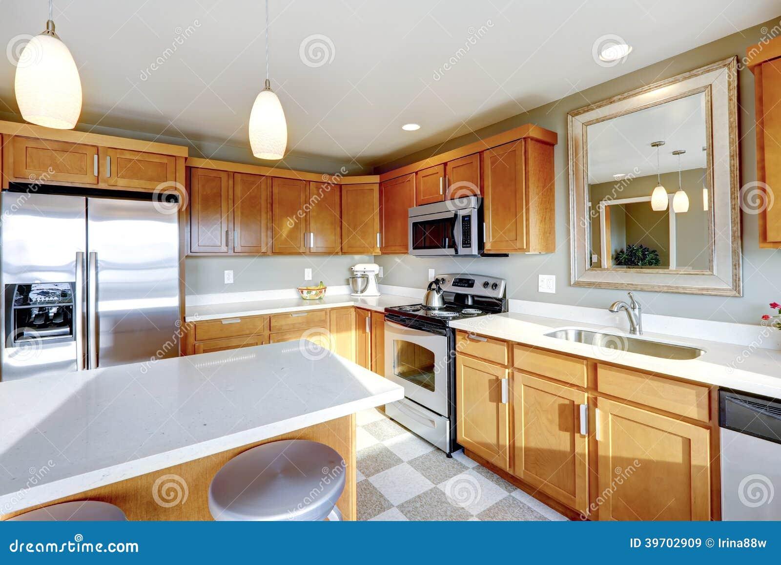 Lo Specchio In Cucina sitio de la cocina con el espejo imagen de archivo - imagen