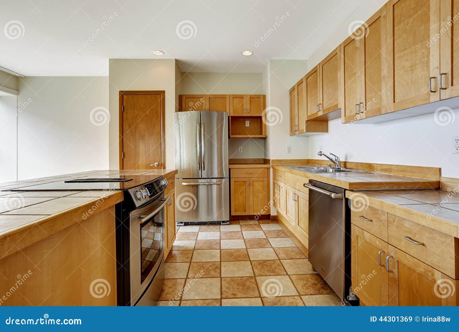 Sitio de la cocina Estudio vacío El edificio residencial del apartamento adentro hace