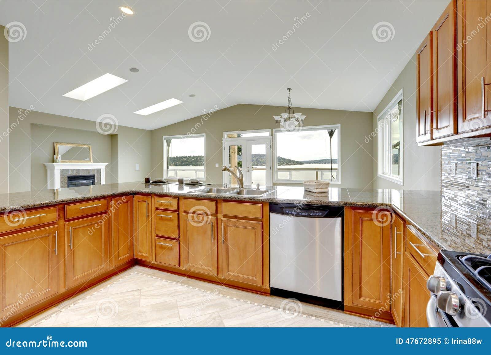 Gabinetes Para Baño Homecenter:Foto de archivo: Sitio de lujo de la cocina con los gabinetes marrones