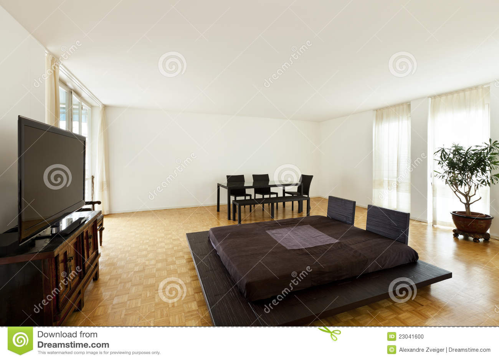 Sitio grande con la cama matrimonial foto de archivo for Cama matrimonial moderna grande