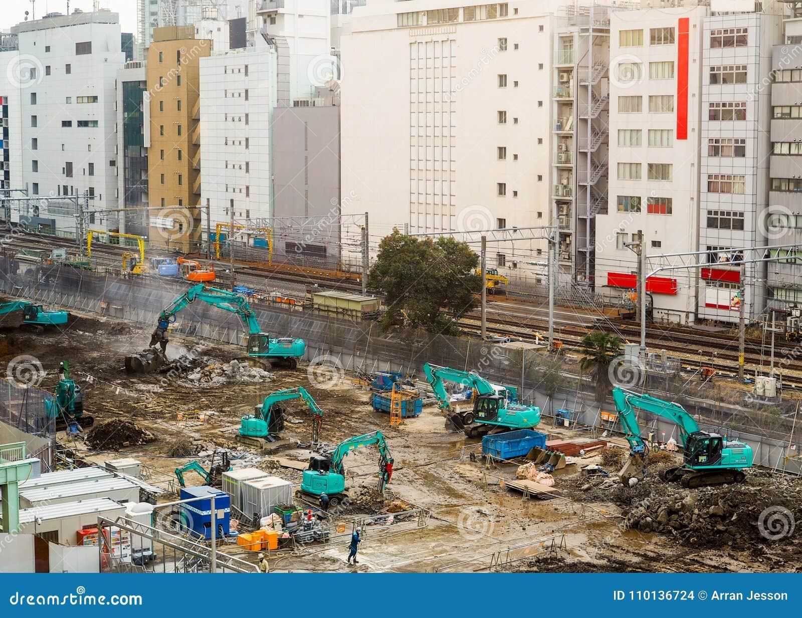 Sitio grande y activo de la construcción de edificios