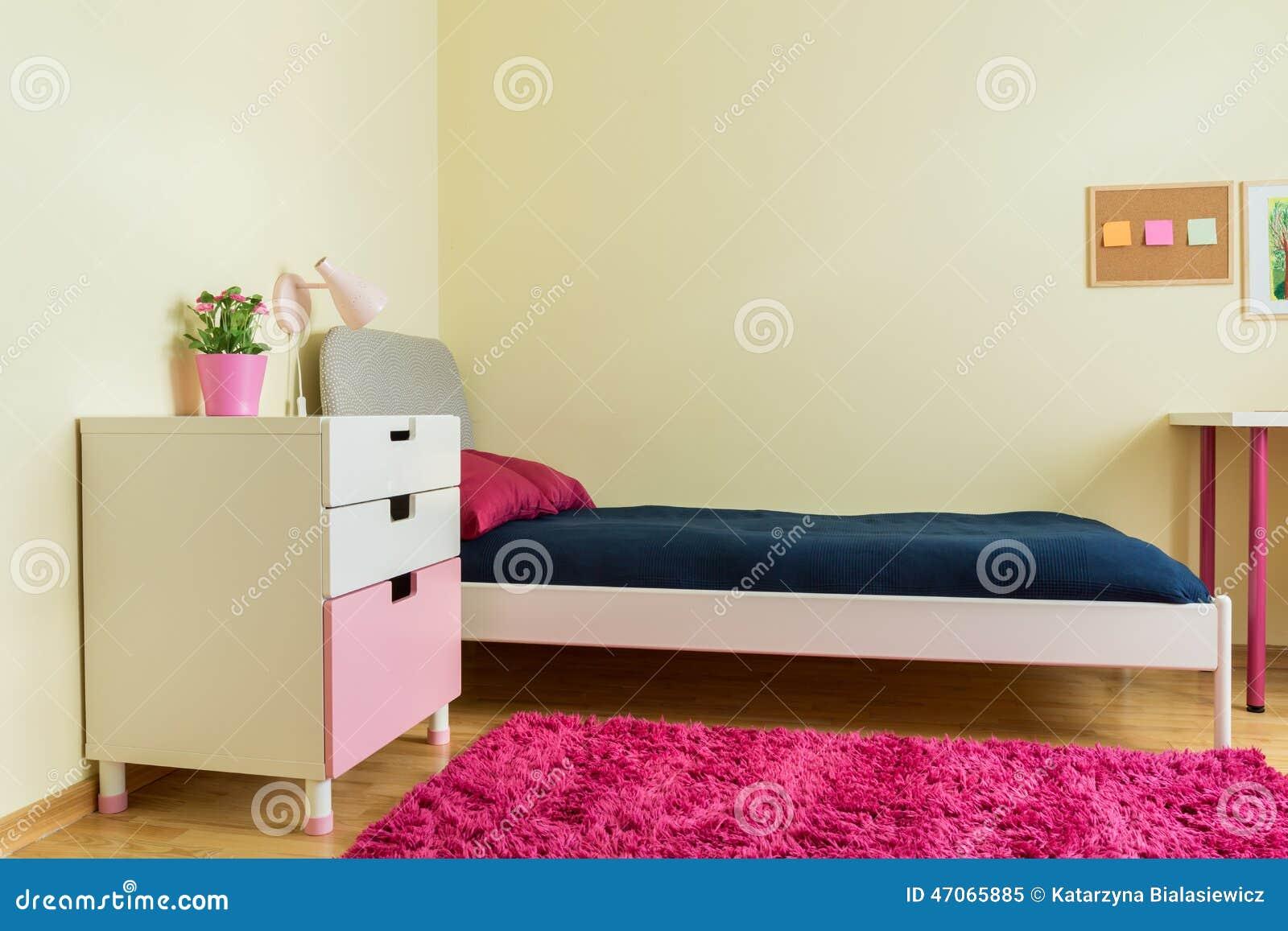 Sitio lindo con la alfombra rosada