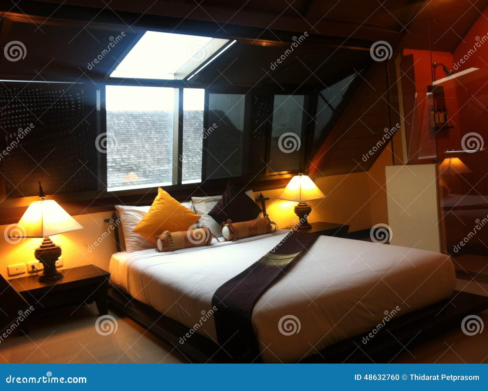 Sitio romántico de la cama