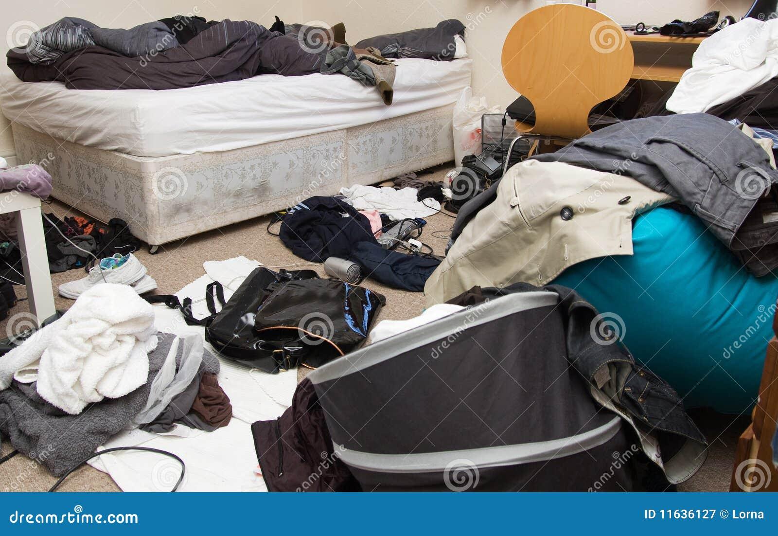 Sitio sucio del dormitorio