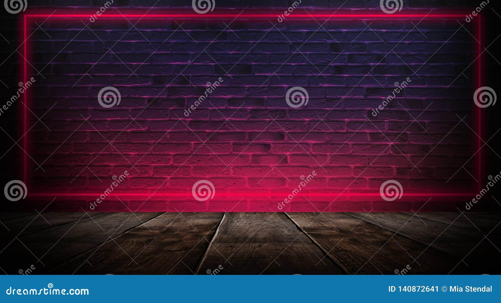 Sitio vacío oscuro con las paredes de ladrillo y las luces de neón, humo, rayos