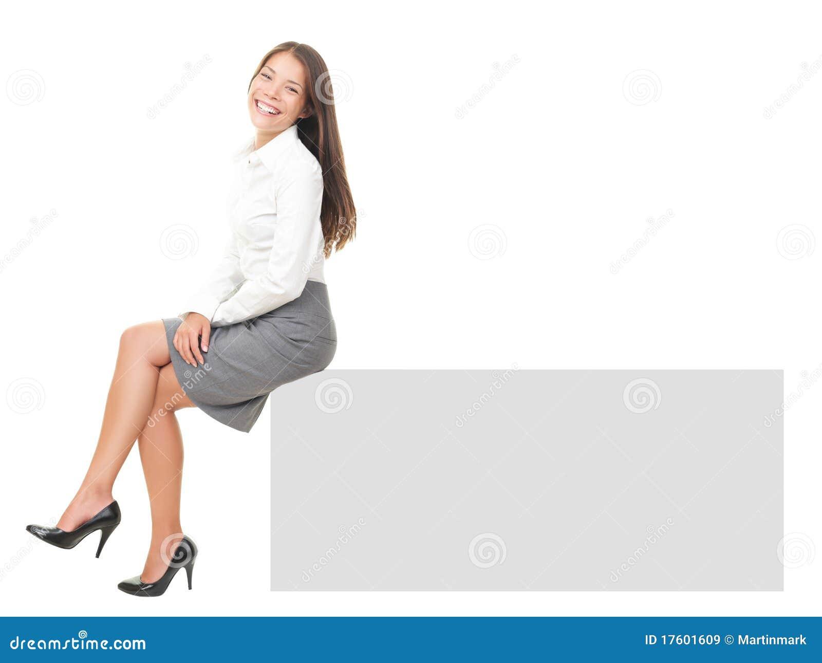 ... för affärskvinna för kopia för kant kvinna för white för avstånd för  tecken full lycklig mycket horisontalisolerad visande sittande le 6fc59e25a2f5d
