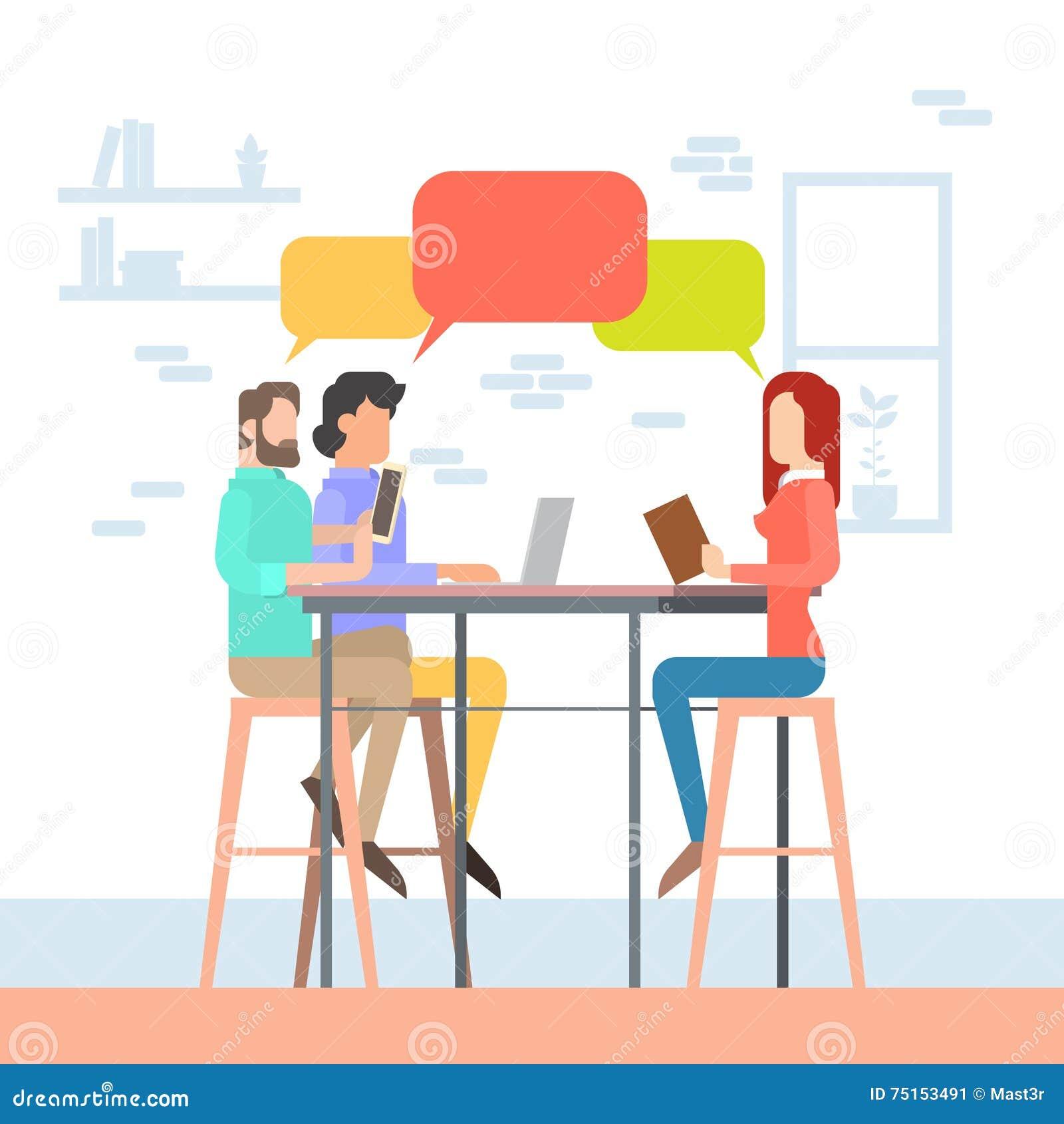 Sittande skrivbord för idérikt folk för kontorsCoworking mitt tillsammans, universitetsområde för studentpratstundbubbla