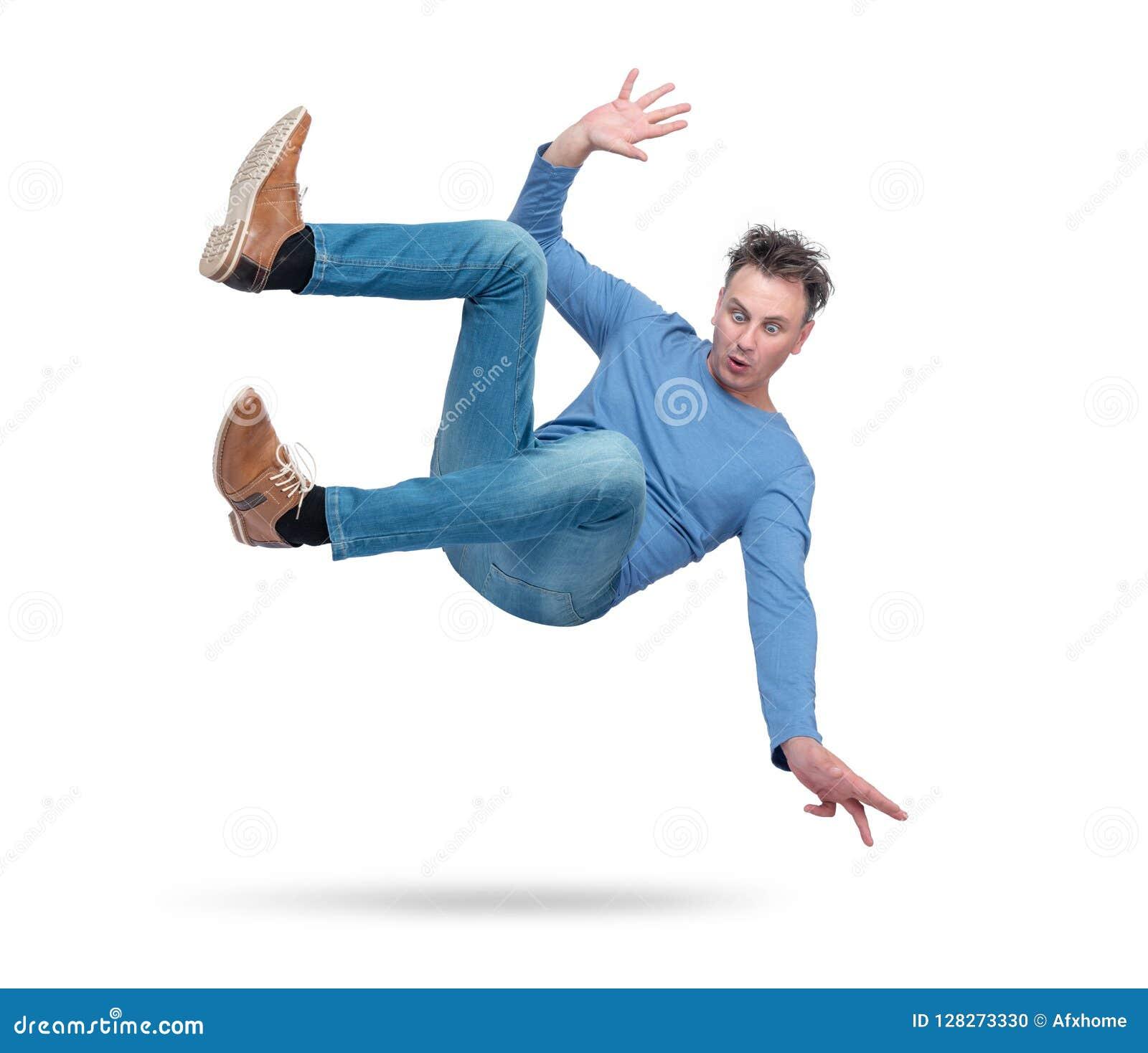 A situação, o homem está caindo Isolado no fundo branco Conceito de um acidente