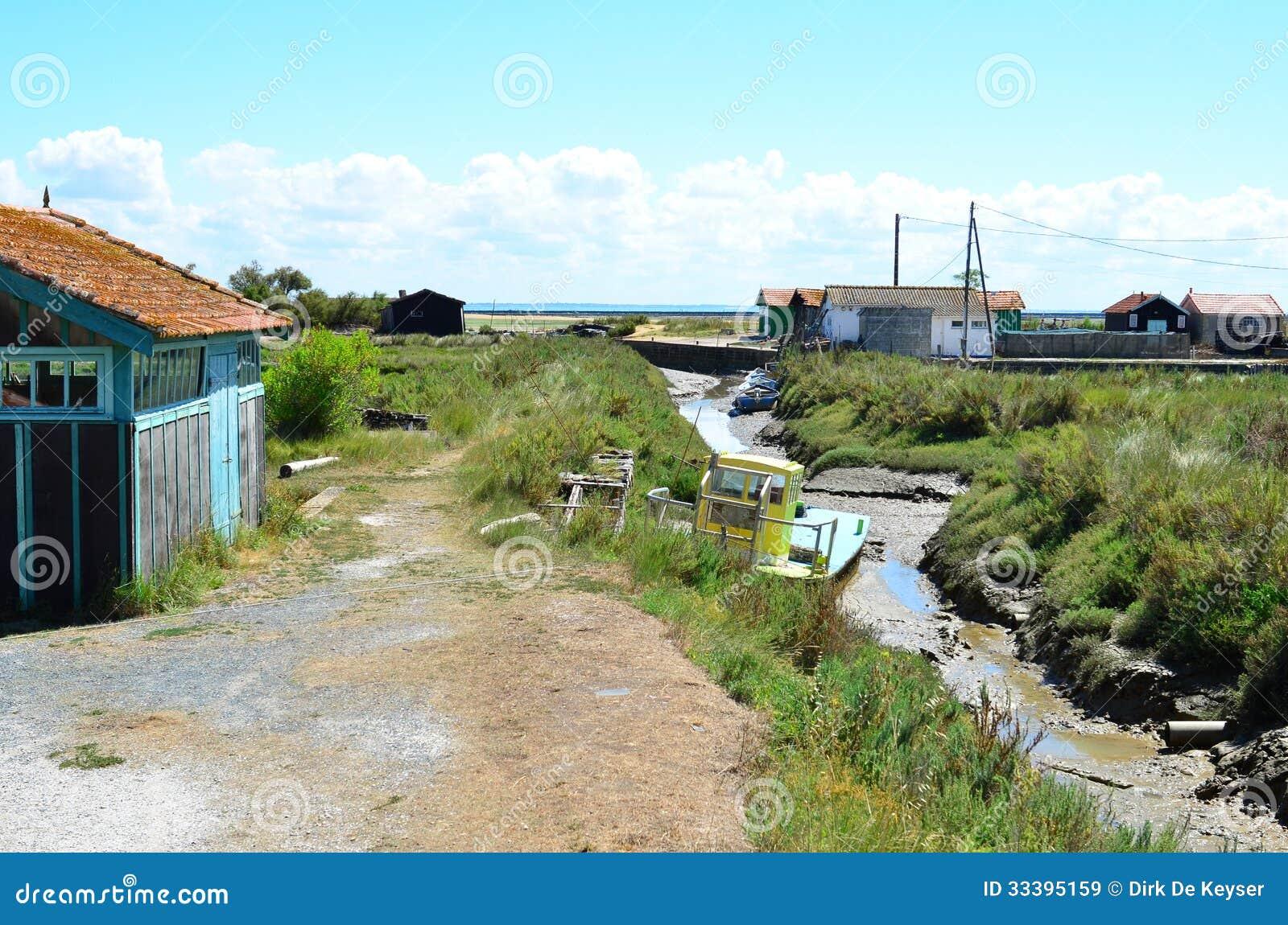 Situe o ostriecole, ostra que cultiva o porto, Oleron, Charente marítimo, França