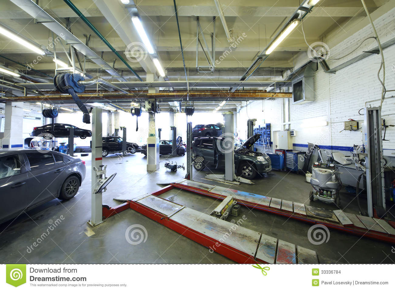 Six black cars stand in garage with special equipment for Equipement complet garage auto