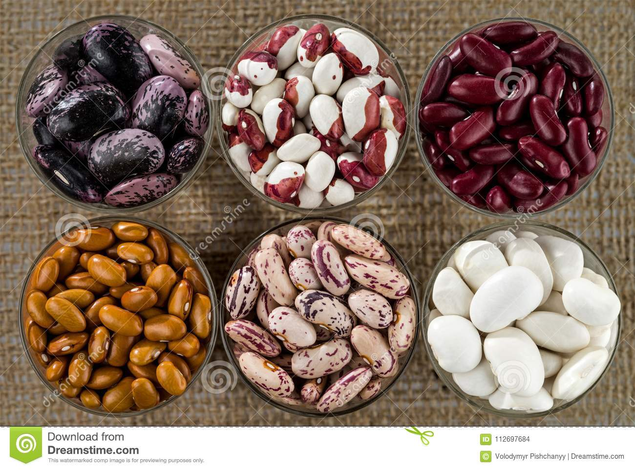 Six different varieties of beans