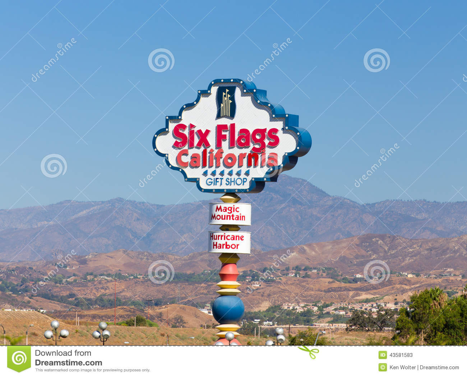 VALENCIA, CA/USA - AUGUST 17, 2014. Six Flags Magic Mountain Entrance ...