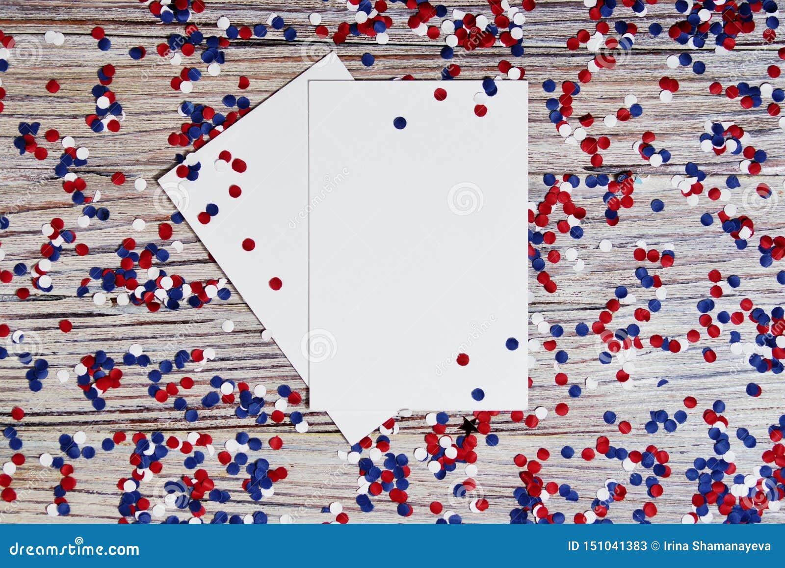 Självständighetsdagen av olika länder, berömmar och feriebegrepp-slutet-upp av röd och blå pappers- stjärnagarnering och