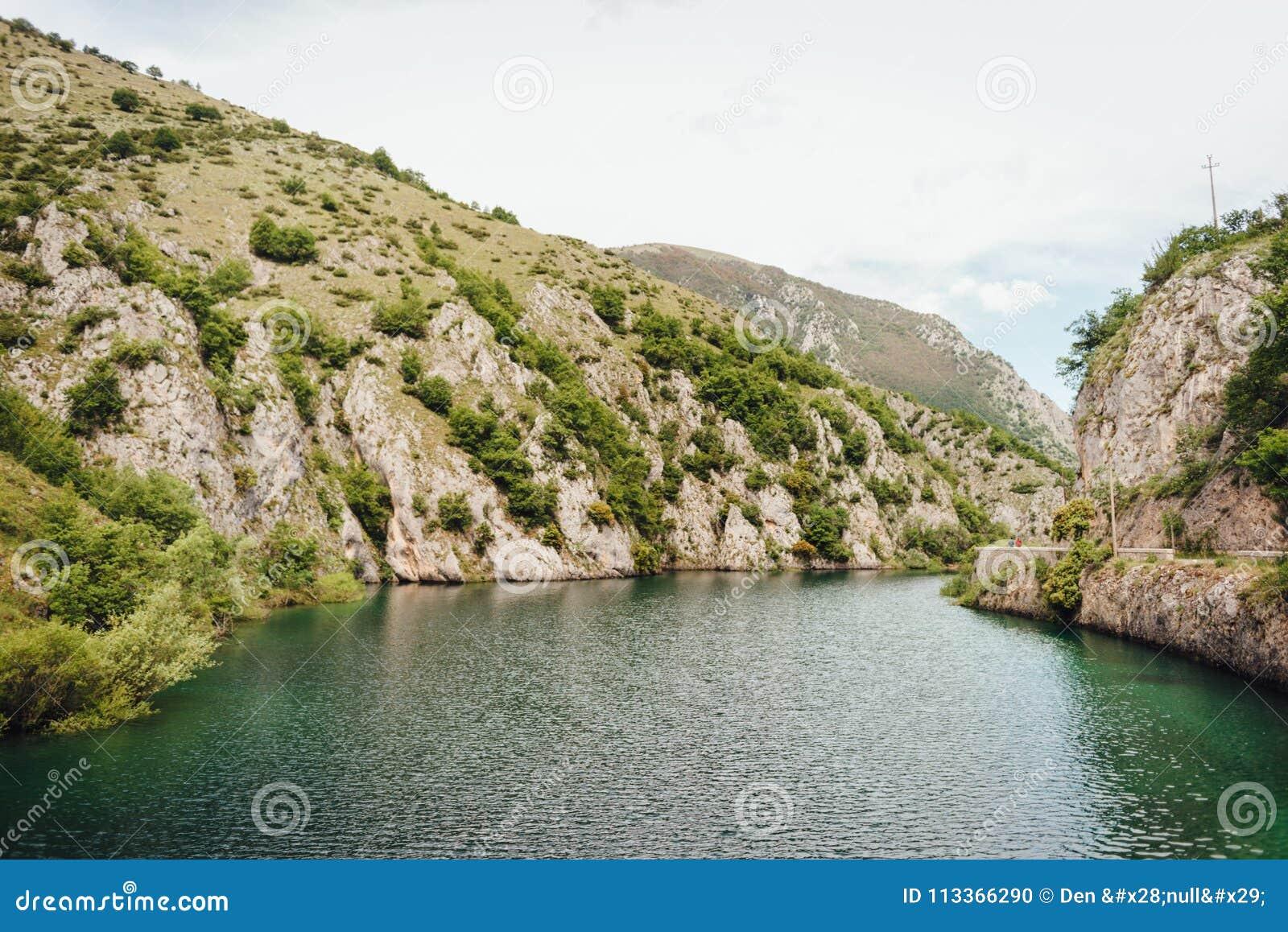 Sjö av San Domenico, Abruzzo, Italien