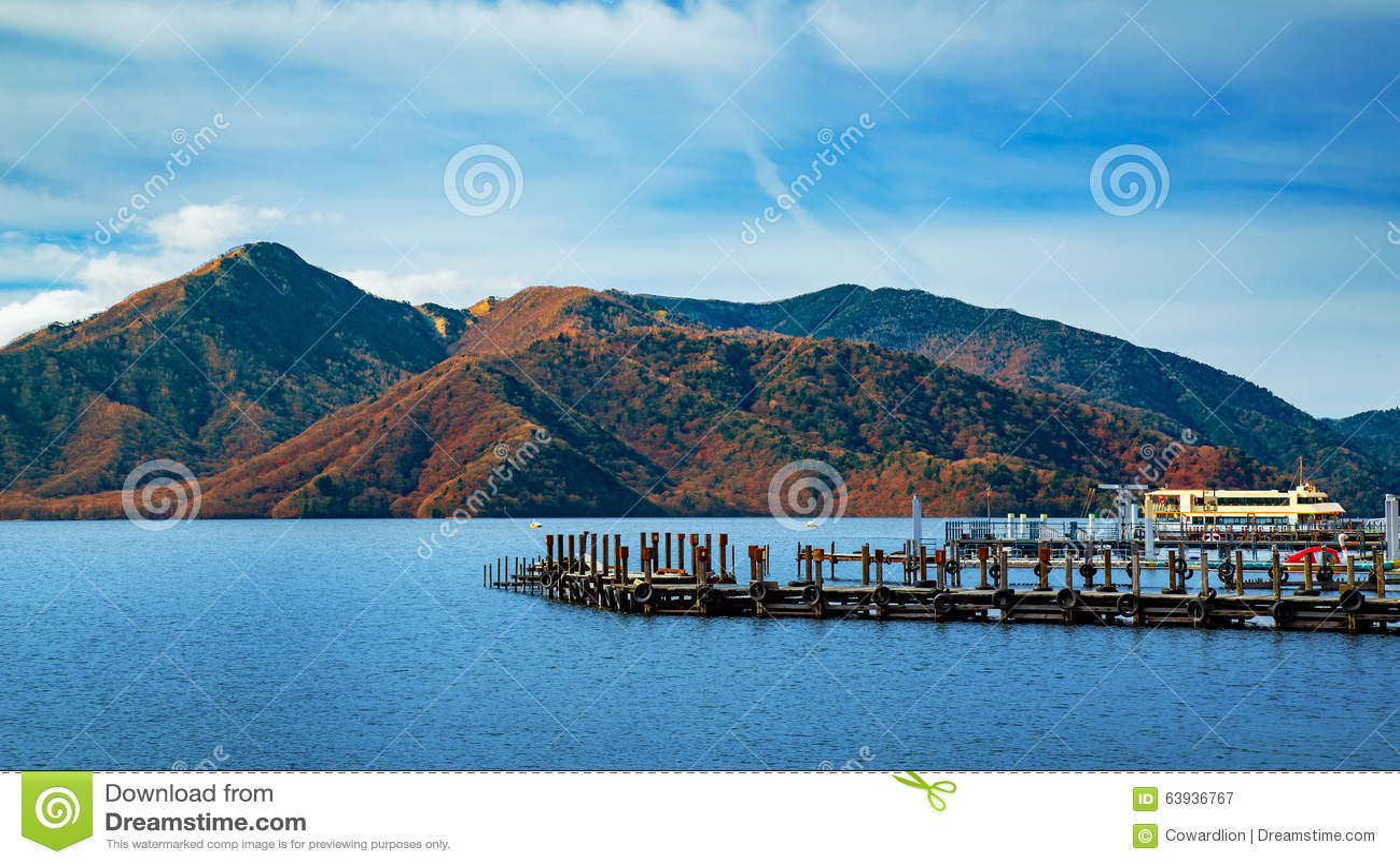 Sjö Chuzenji på den Nikko nationalparken i Japan
