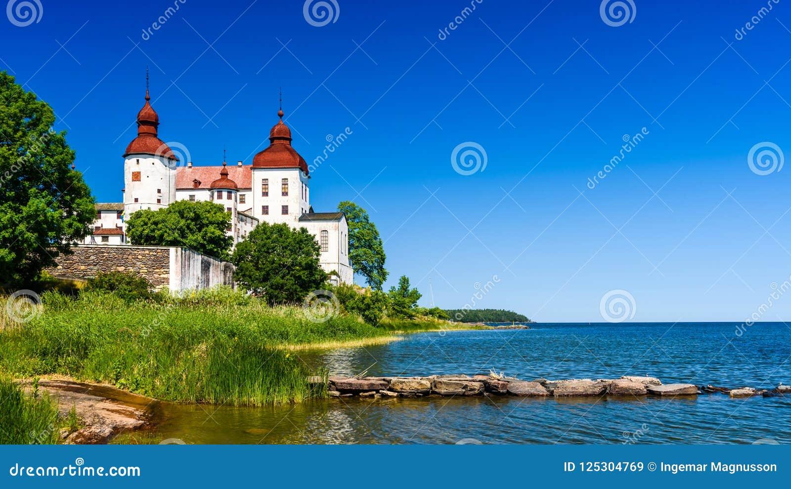 Sjö Vanern med den Lacko slotten