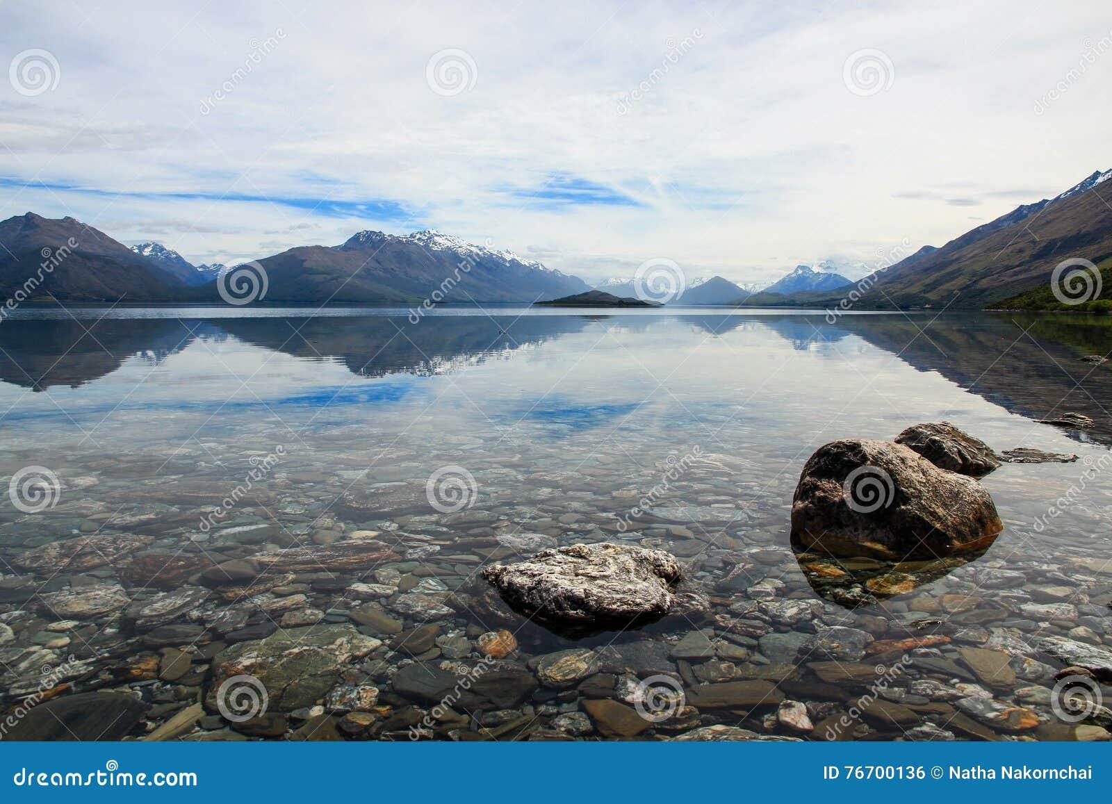 Sjö Wakatipu, på vägen till Glenorchy, Nya Zeeland