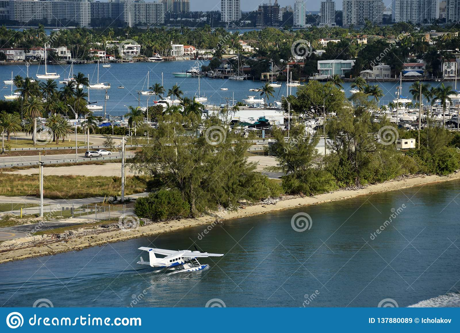 Sjöflygplan som avgår från Miami