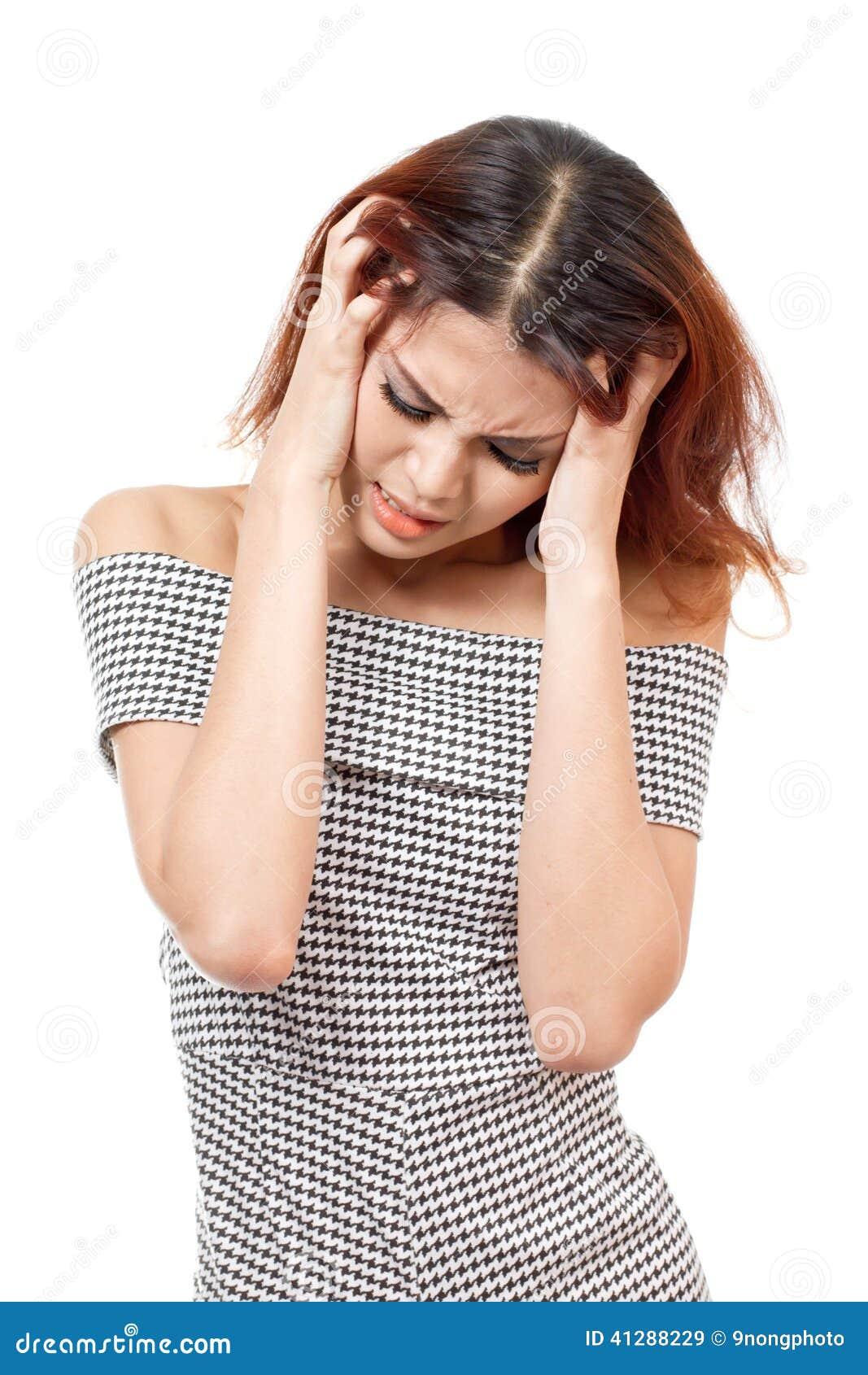 Sjuk kvinna med huvudvärken, migrän, spänning, sömnlöshet, kväljning, bakrus
