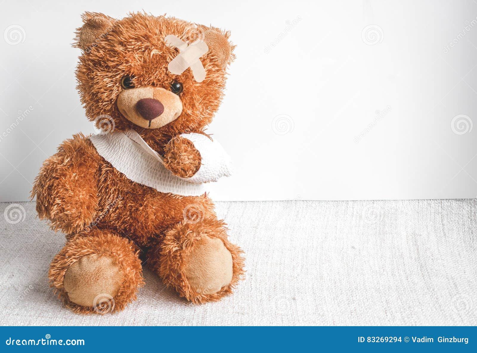Sjukdomar för barndom för begreppsnallebjörn på textilbakgrund
