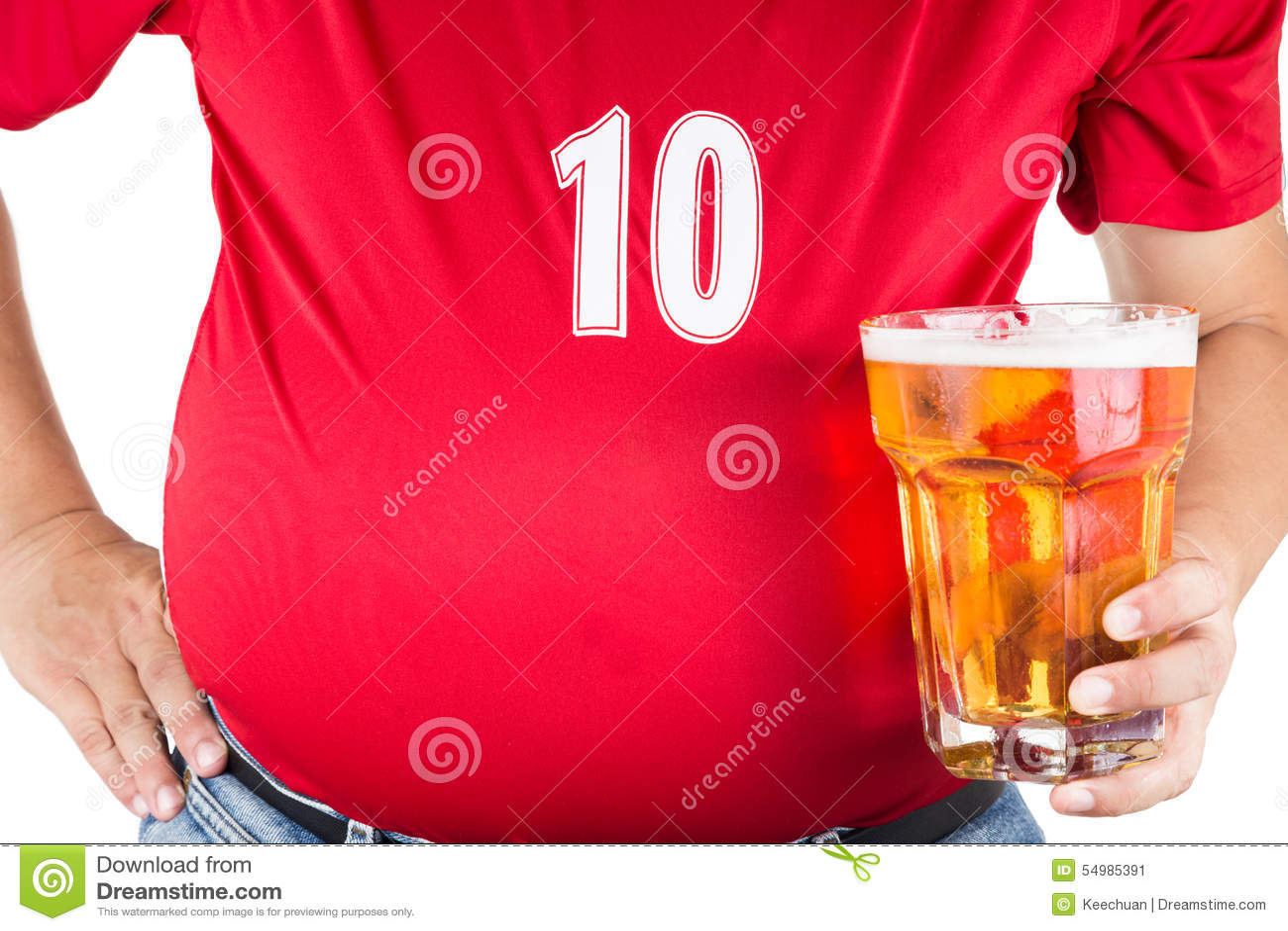 Sjukligt fet man med den stora buken som rymmer ett exponeringsglas av uppfriskande kallt öl