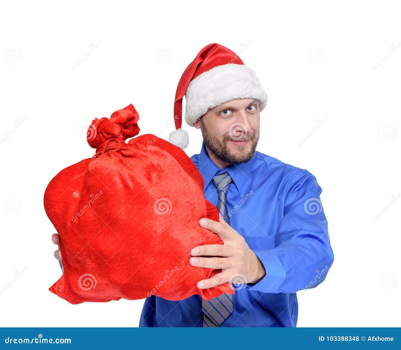 Skäggig man i den Santa Claus hatten och den fulla röda påsen av gåvor som isoleras på vit bakgrund