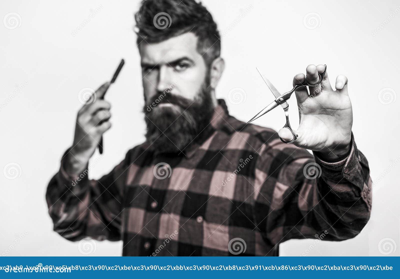 Skäggig man, skäggig man Stående av det stilfulla manskägget Barberaresaxen och den raka rakkniven, barberare shoppar Tappning
