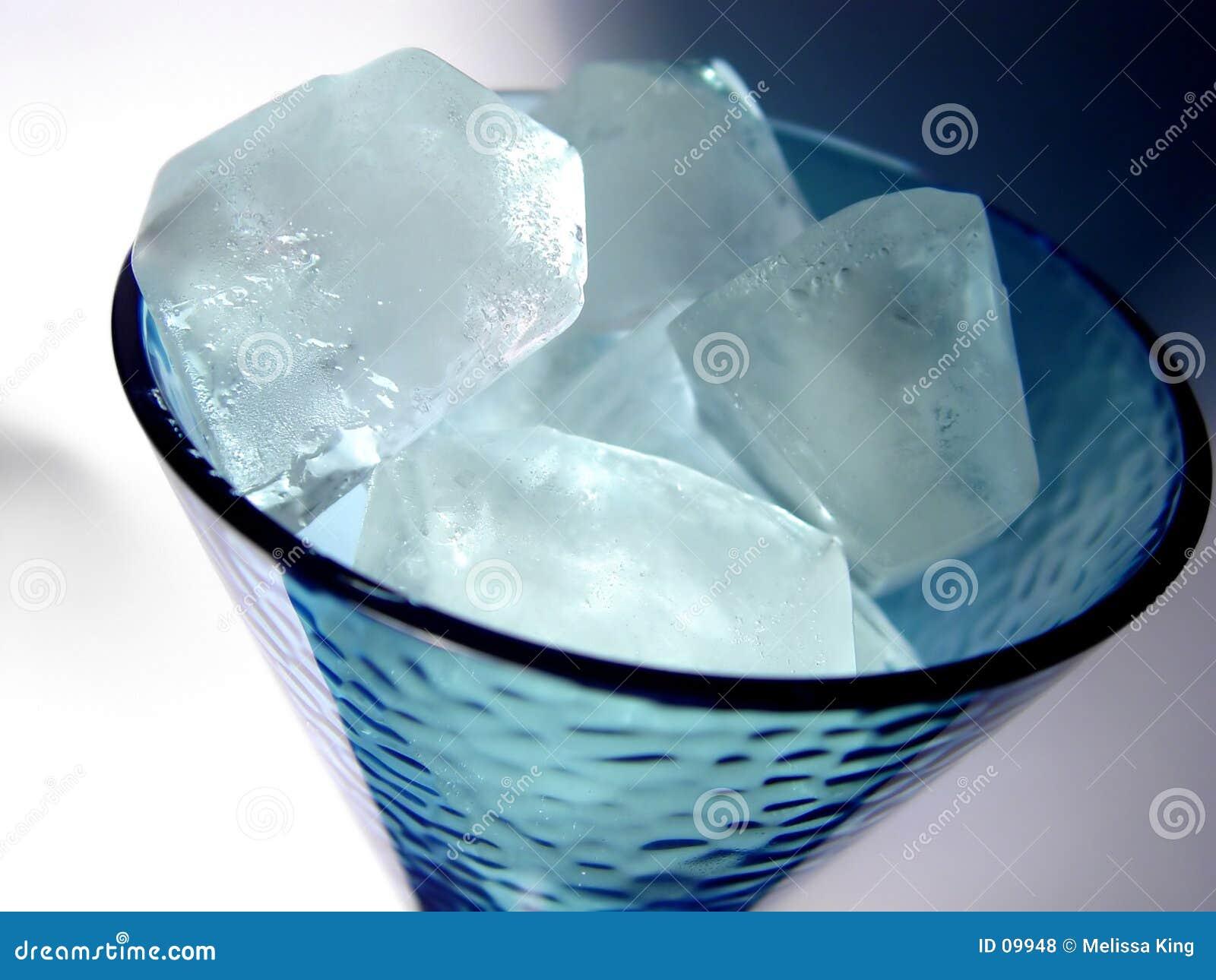 Skära i tärningar glass is