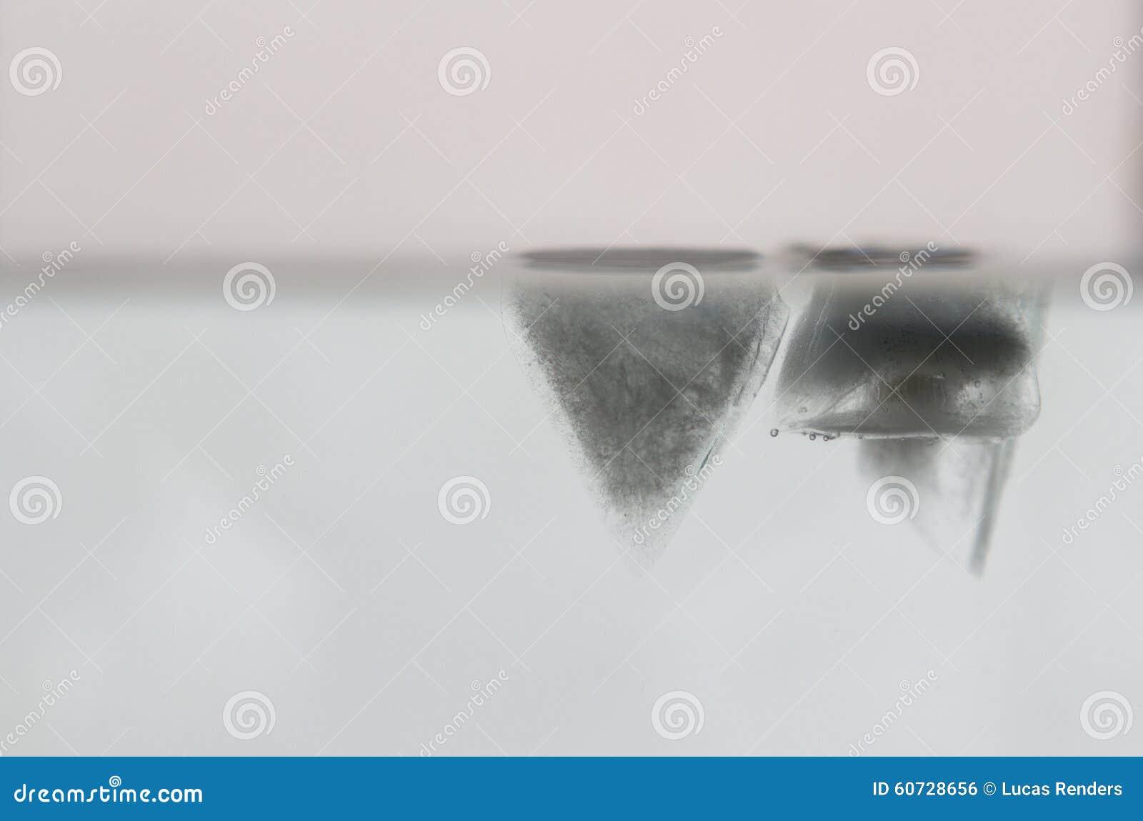 Skära i tärningar isvatten