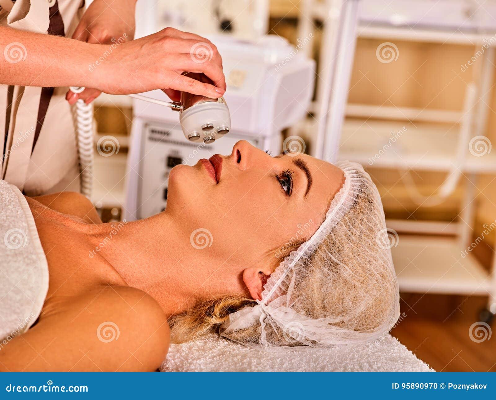 Skóra wynurza się procedury twarzową procedurę na ultradźwięk twarzy maszynie