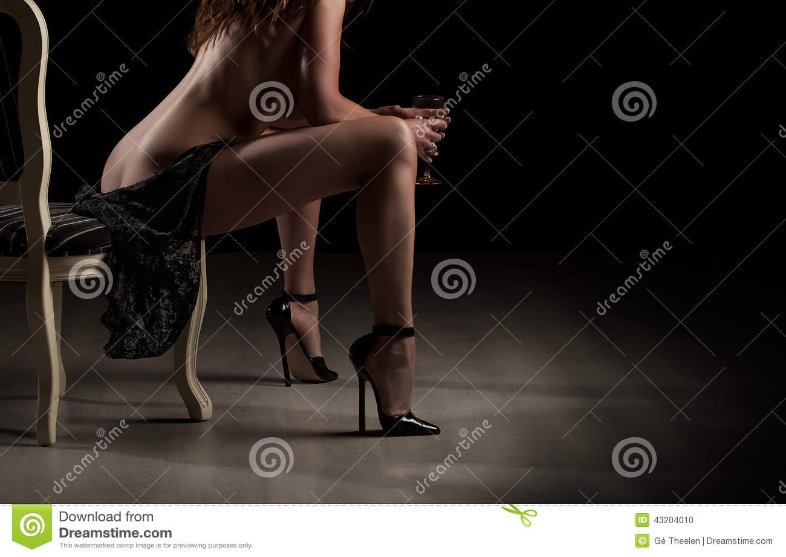 Download Skönhet modellerar arkivfoto. Bild av kanter, stol, naket - 43204010