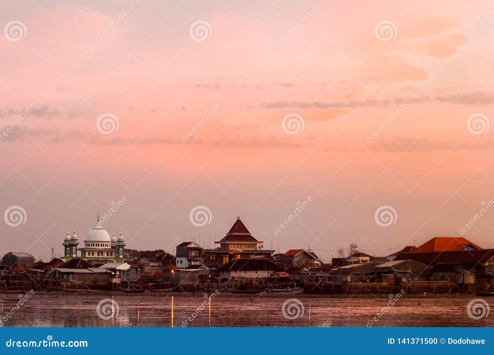 Skönheten av den Kenjeran stranden i Surabaya, Indonesien