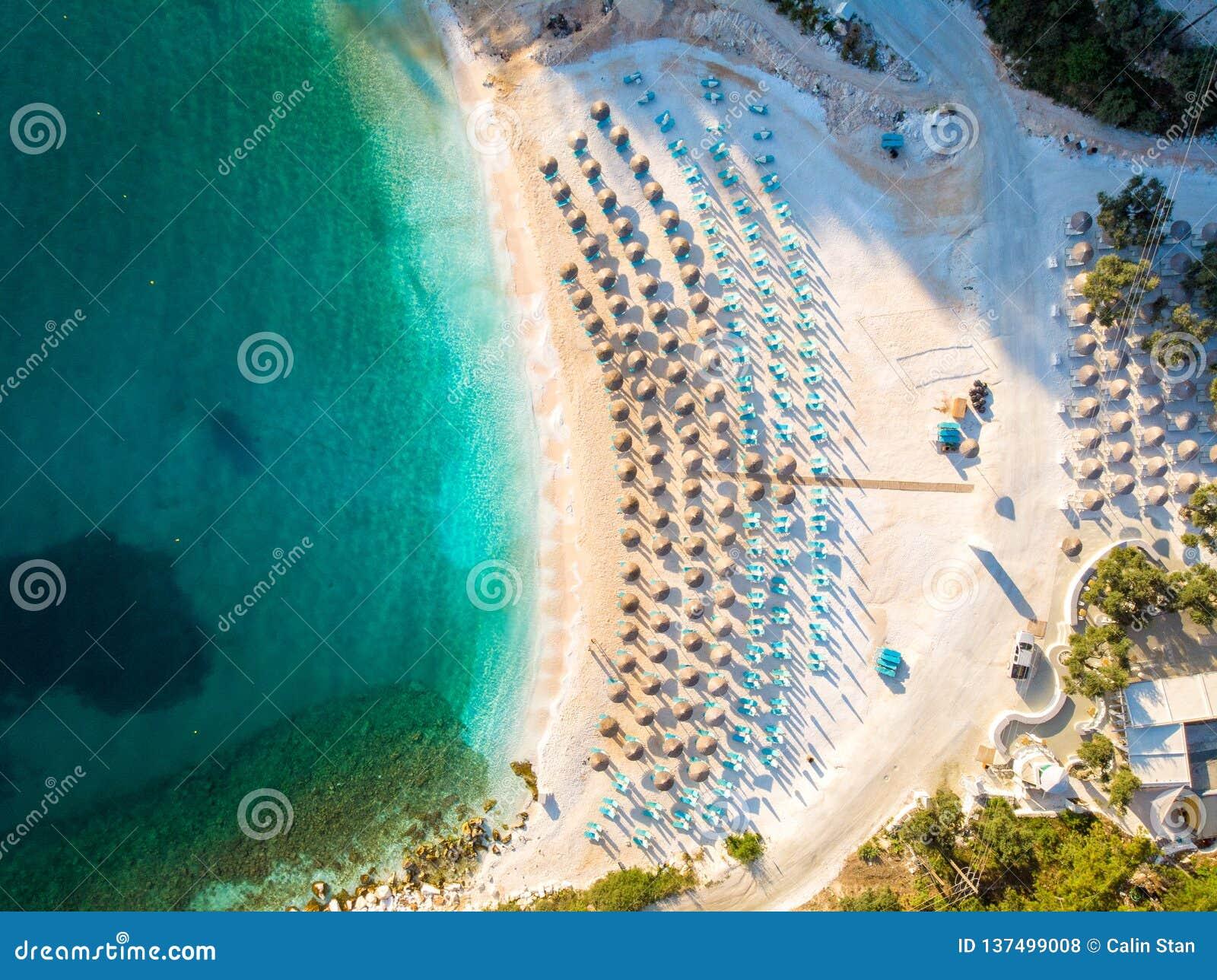 Skönheten av marmorstranden, den mest berömda stranden i Thasos, Grekland