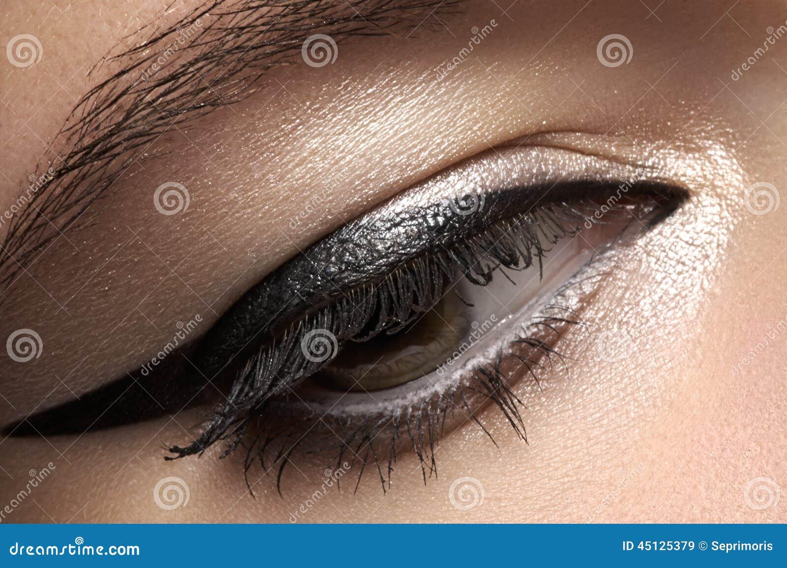 Skönhetsmedel Makro av skönhetögat med eyelinersmink